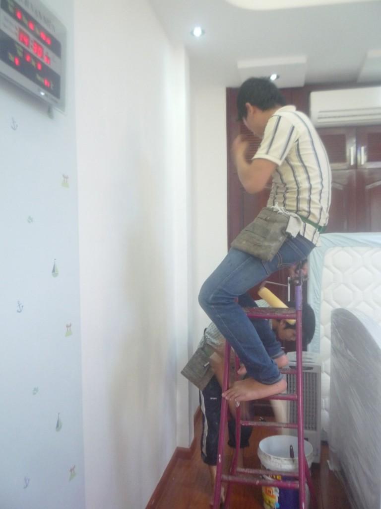 thi công giấy dán tường cho bé
