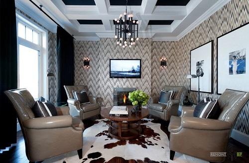 Đúng phong cách cổ điển và sang trọng với sofa màu nâu be ăn rơ theo họa tiết zic zac trên tường.