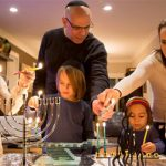 Dạy con văn hóa trên bàn ăn của người Do Thái