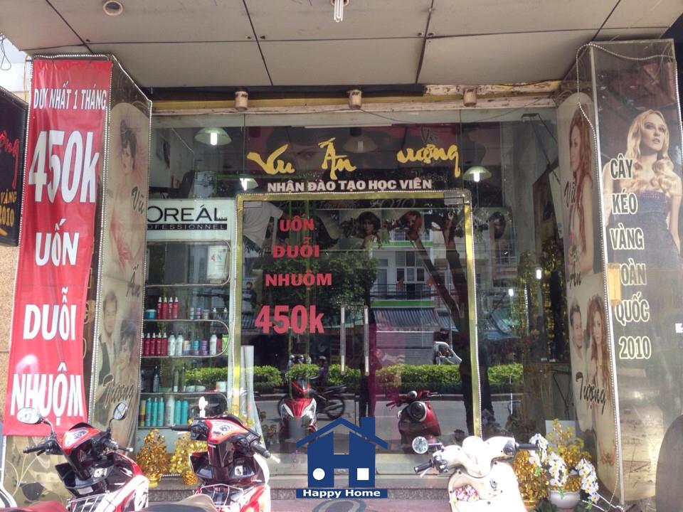 thi-cong-giay-dan-tuong-cho-khach-hang-tai-quan-11